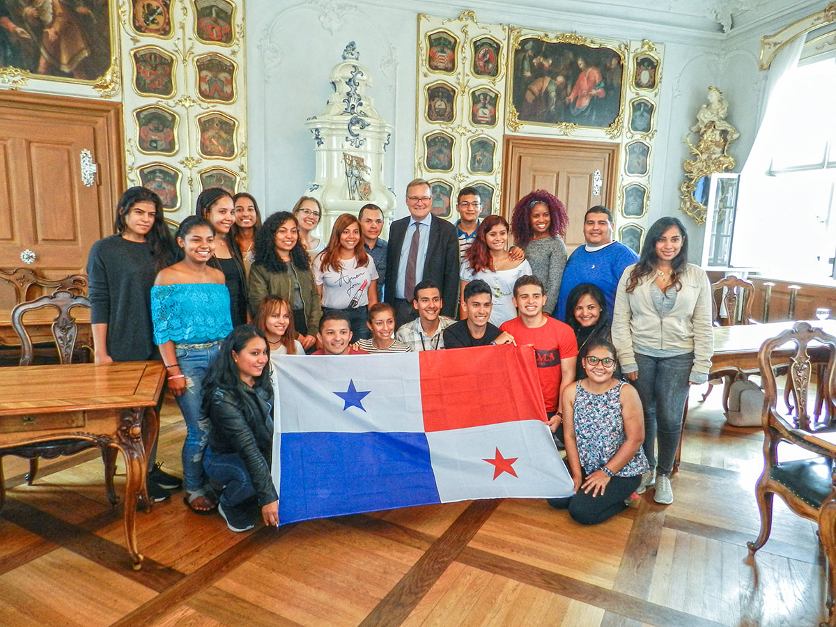 Sprachinstitut TREFFPUNKT - Unsere Gruppe aus Panama mit dem Bamberger Oberbürgermeister Andreas Starke