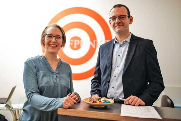 Kristina Schimmeyer und Christoph Brey am Empfang des Sprachinstituts TREFFPUNKT